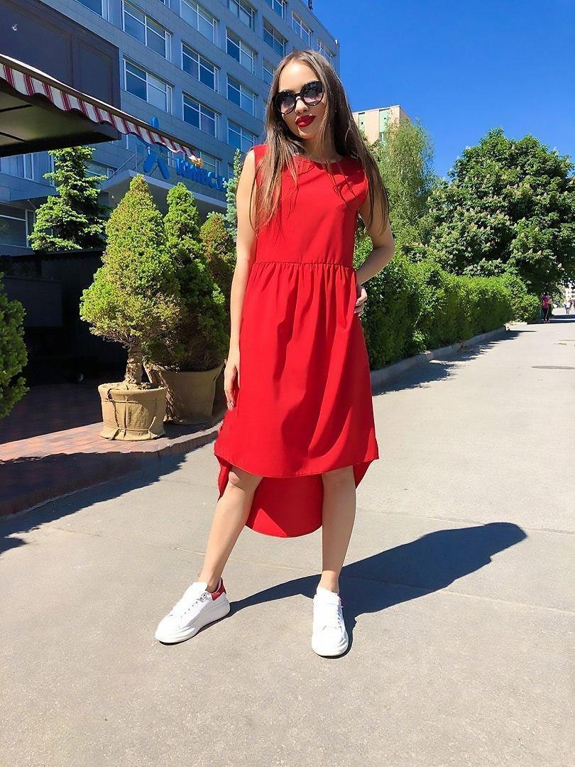 Симпатичное женское платье с удлиненной спинкой