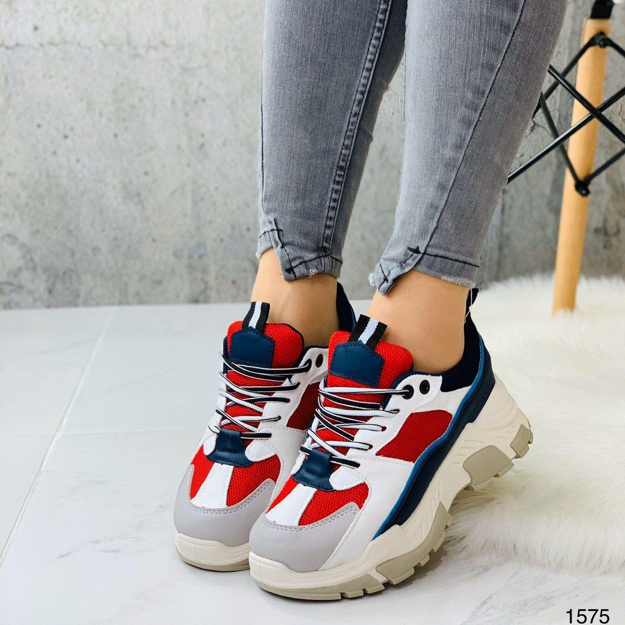 Яркие и стильные женские кроссовки на высокой подошве