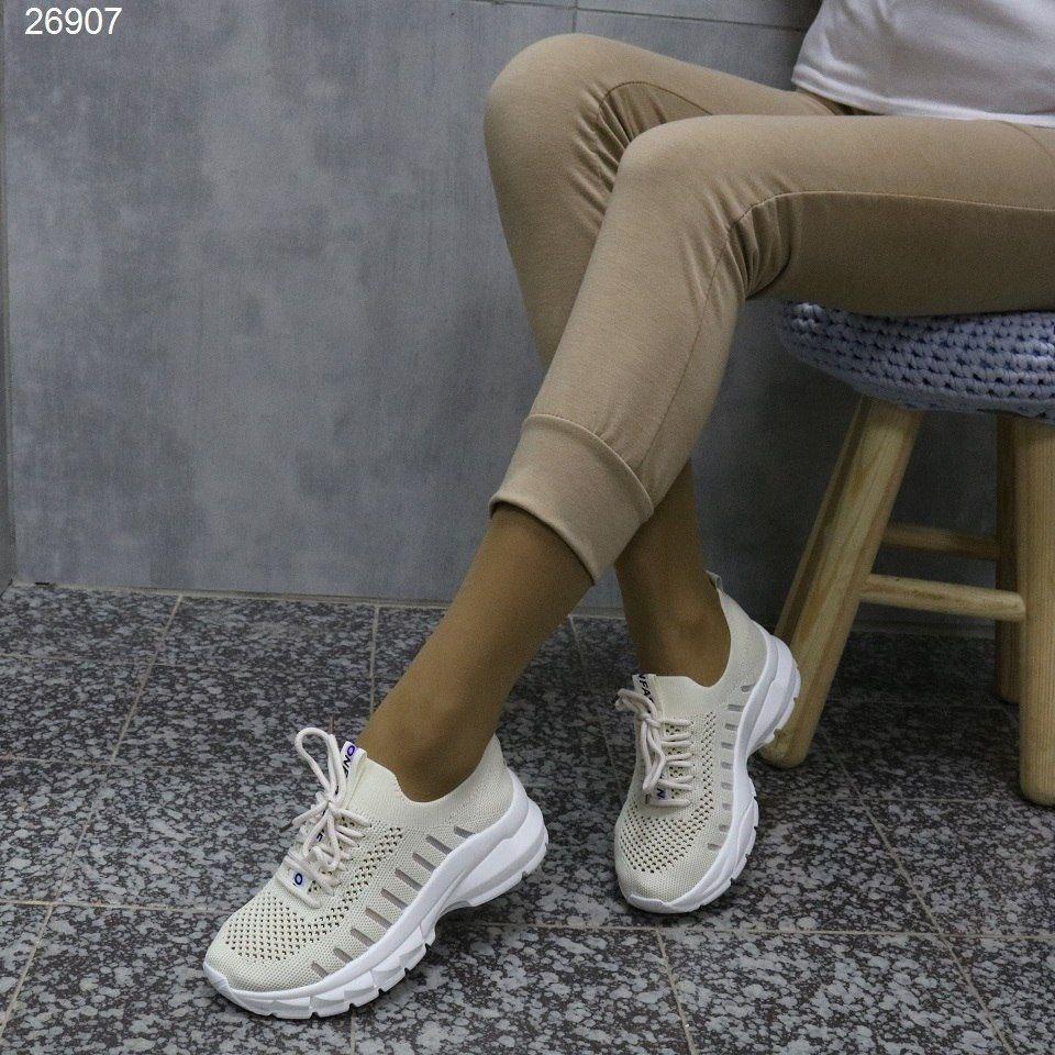 Мягенькие женские кроссовки на танкетке