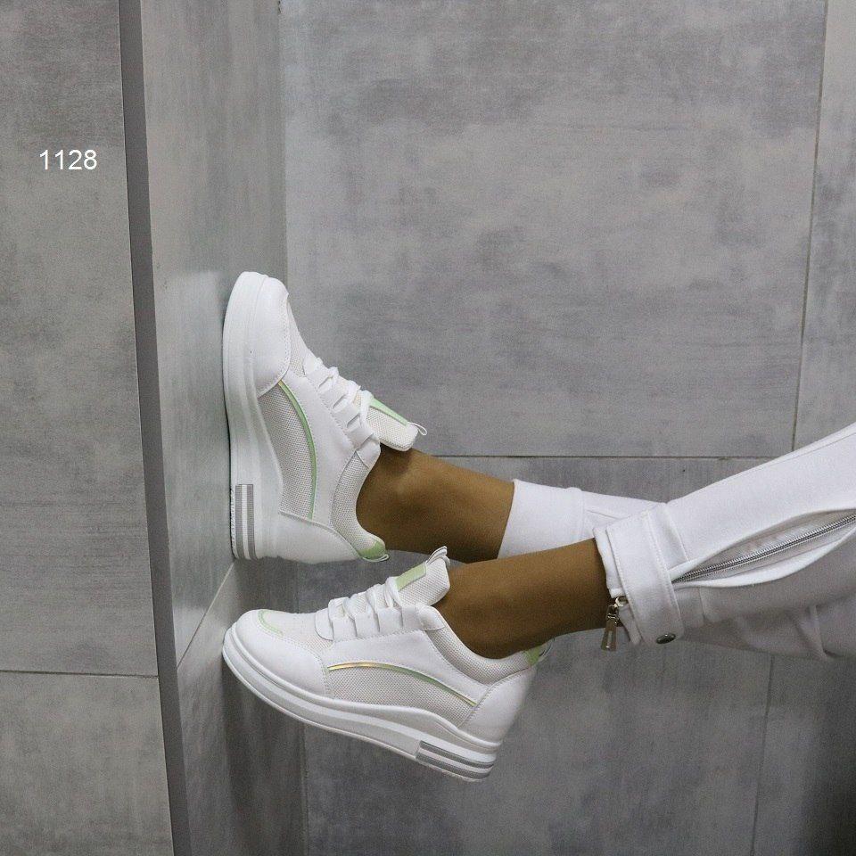 Базовые женские белые кроссовки на высокой танкетке