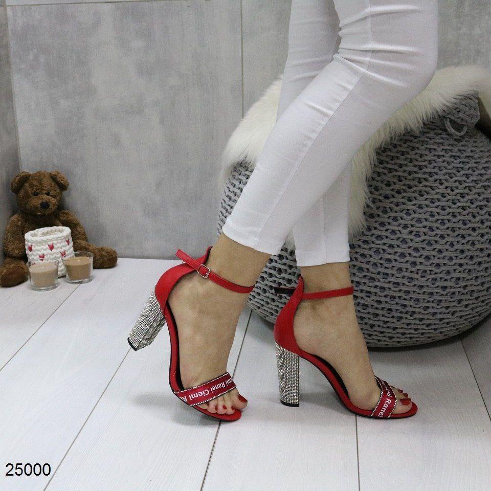 Нереально крутые женские босоножки на устойчивом каблуке