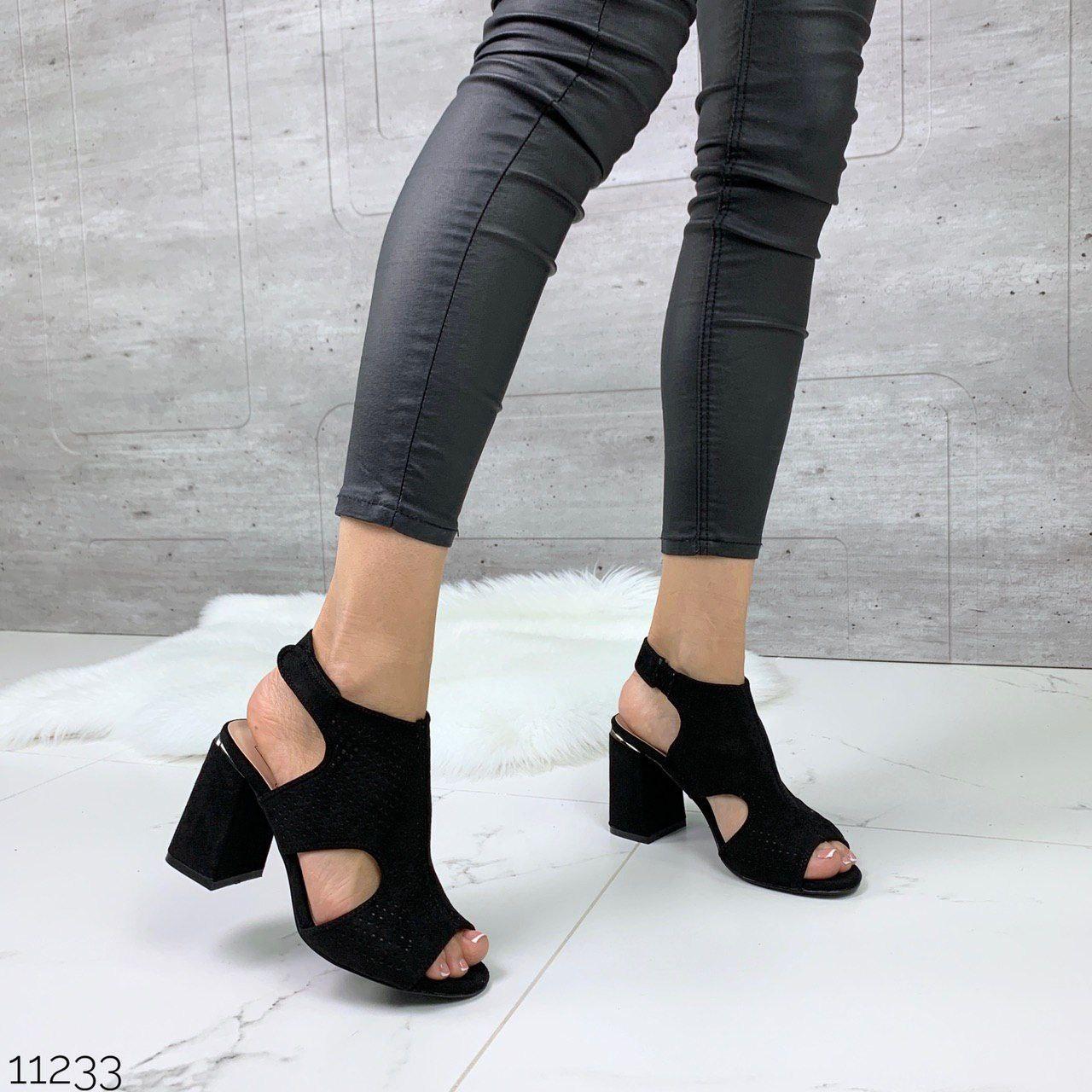 Модные замшевые женские босоножки на устойчивом каблуке