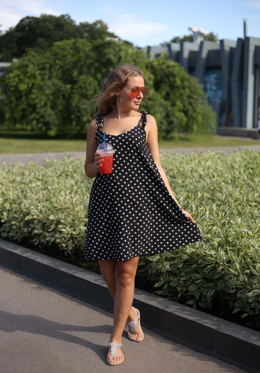 Красивое летнее женское платье с бретелями на завязках