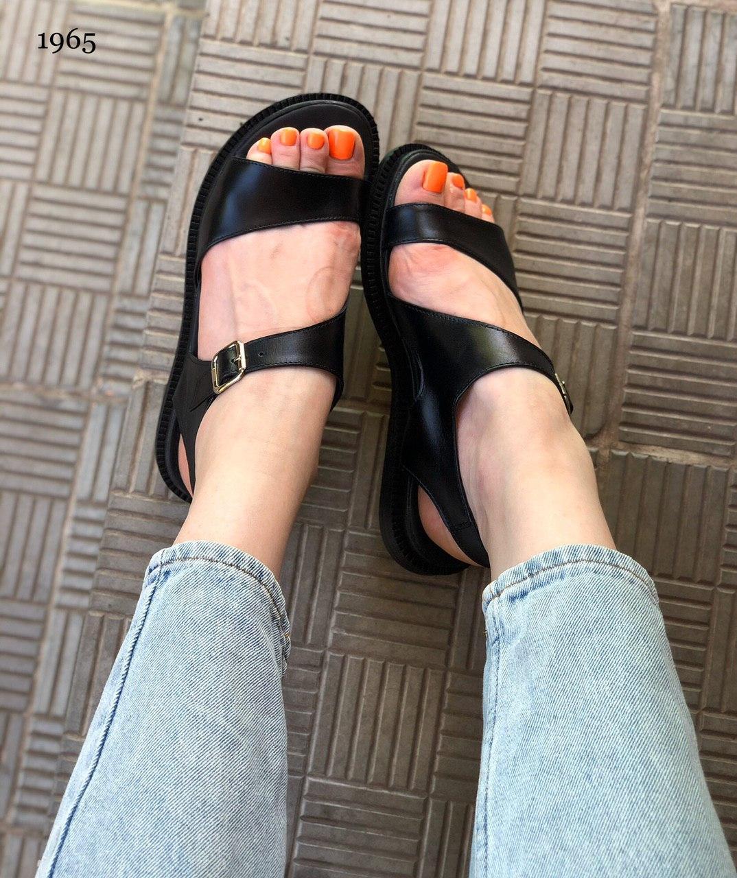 Симпатичные женские сандалии из натуральной кожи на тонкой подошве