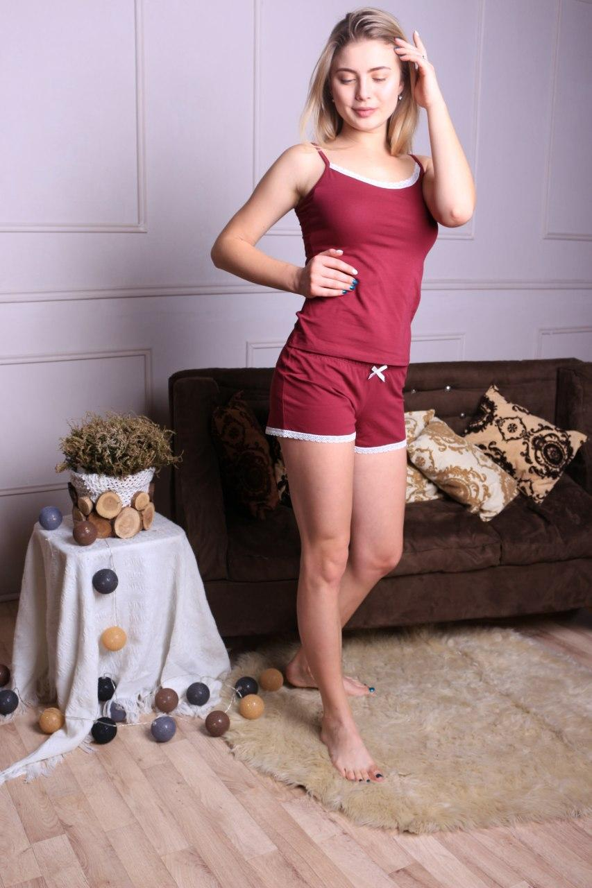Практичная однотонная женская пижама с майкой и шортами