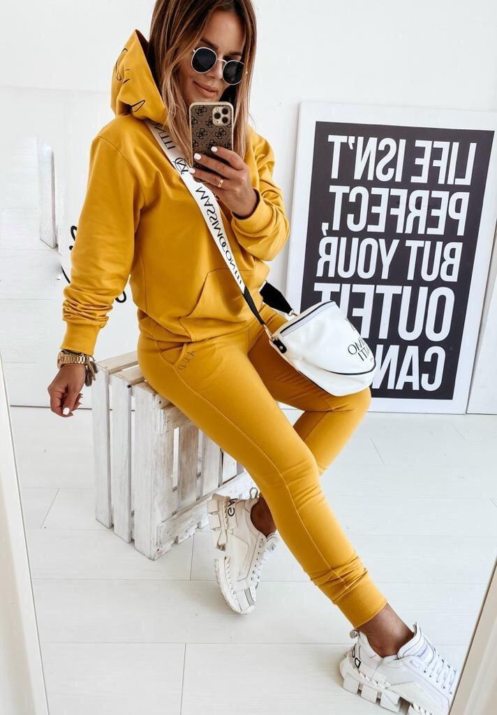 Яркий стильный женский спортивный повседневный кос ...