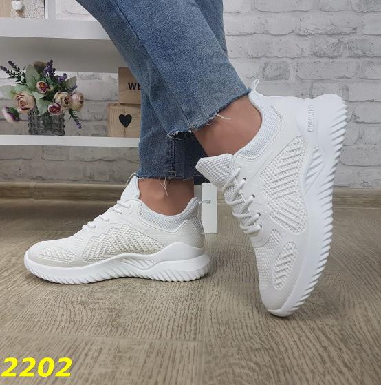 белые летние кроссовки сетка