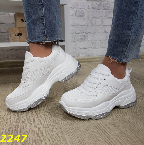 белые кроссовки на высокой платформе