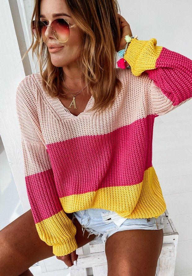 трехцветные свитера женские с вырезом