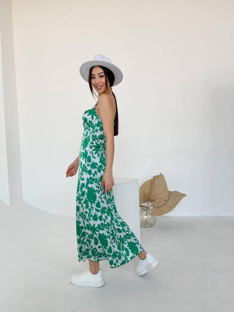 Длинное летнее цветочное платье с открытыми плечам ...