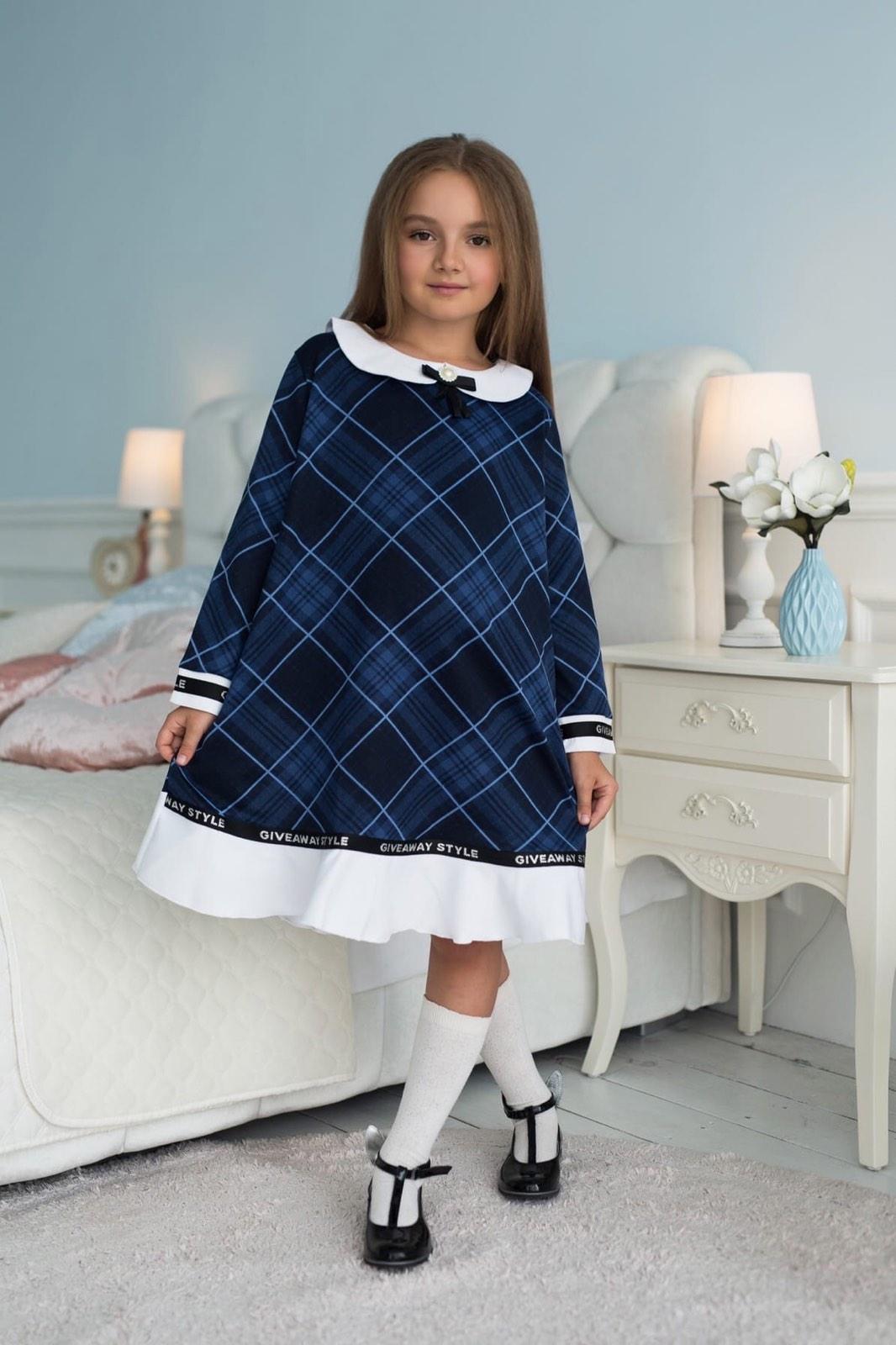 Нежное детское платье в клеточку с бантом-брошкой  ...