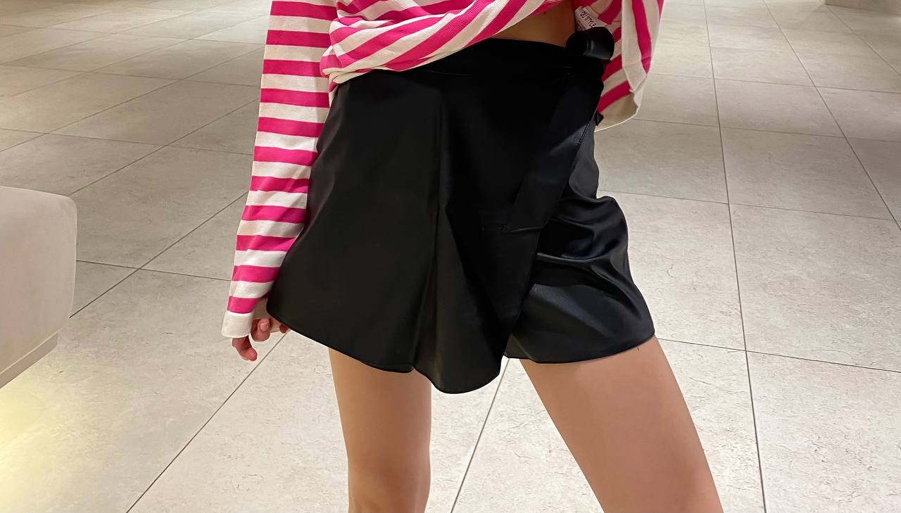 Сексуальная женская юбка-шорты из матовой кожи