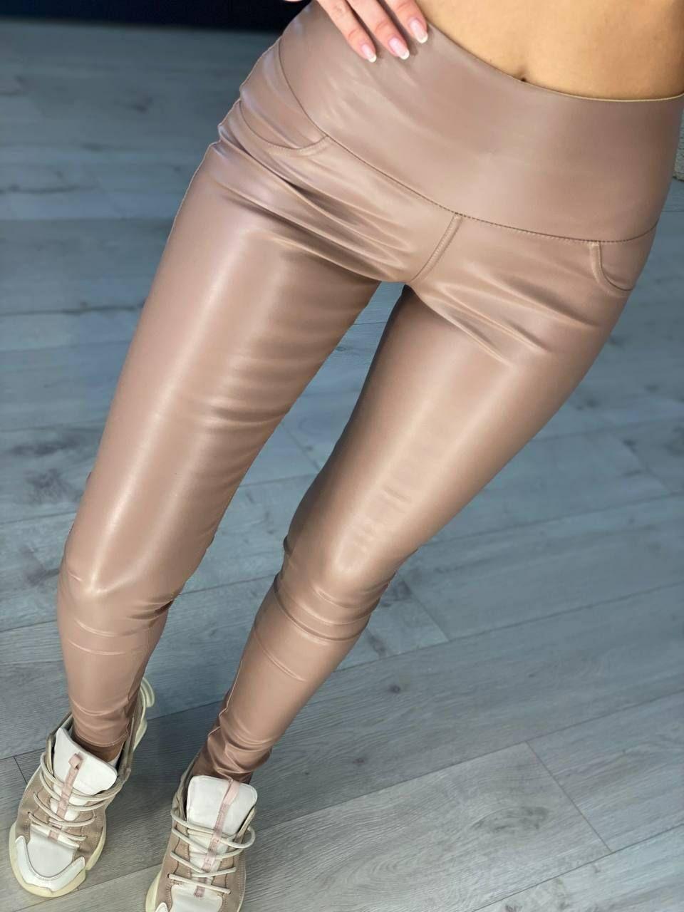 Модные облегающие лосины из кожи