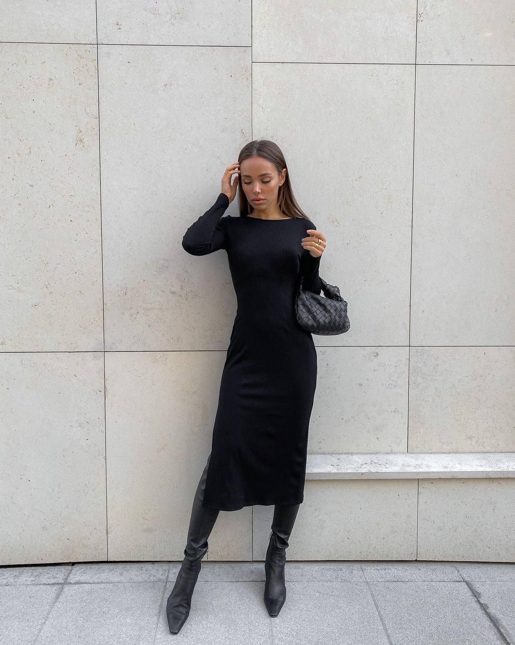 Сексуальное женственное черное платье с открытой  ...