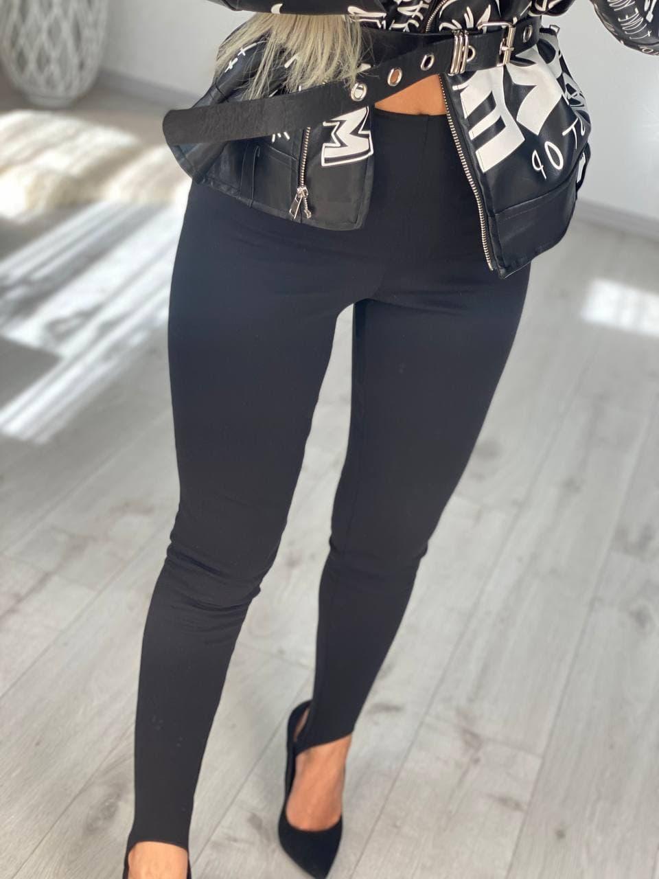 Комфортные черные женские лосины на штрипках